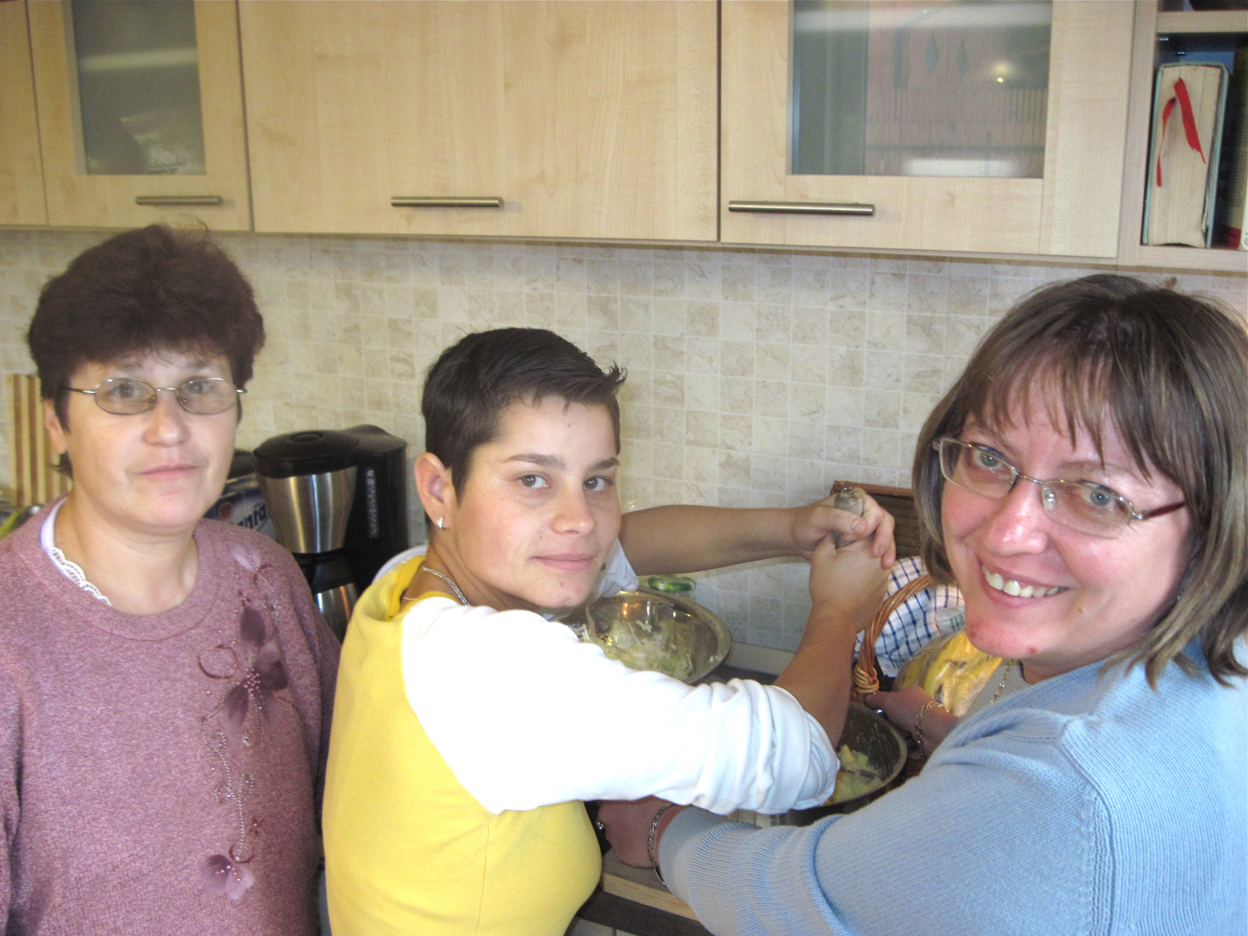 Mimi, Mariaora and Camelia made a huge bowl of Romanian slaw - my favorite!