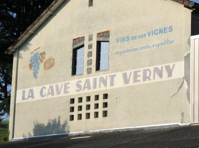 Le Cave Saint Verny wall