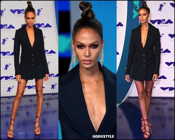 joan-smalls-tuxedo-dress-2019-party-trend-look-style-shopping-godustyle