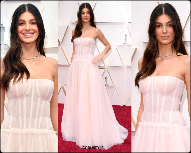 camila-morrone-oscar-2020-fashion-look-style-details-red-carpet-moda-celebrities-godustyle