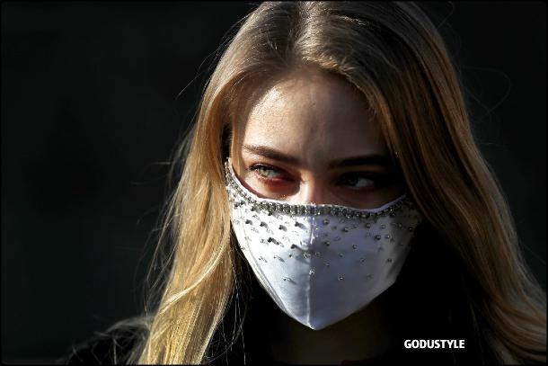 fashion-face-masks-coronavirus-look24-street-style-details-shopping-accessories-2020-moda-godustyle