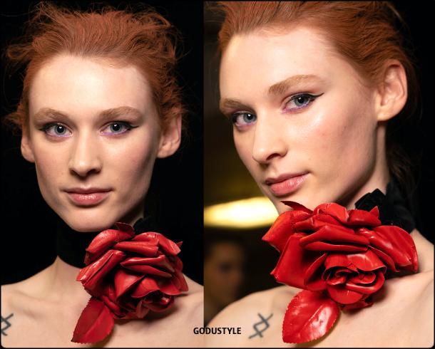 cat-eye-liner-makeup-trends-richard-quinn-fashion-beauty-look-fall-winter-2020-2021-style-details-moda-maquillaje-godustyle