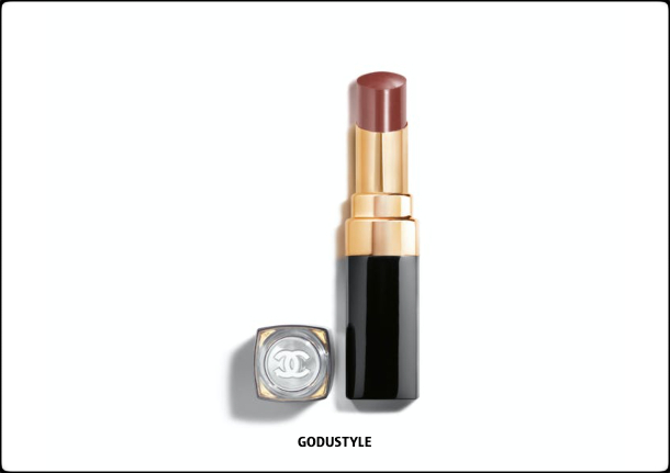 chanel-candeur-et-experience-makeup-fall-winter-2020-2021-beauty-look-style7-details-moda-maquillaje-godustyle