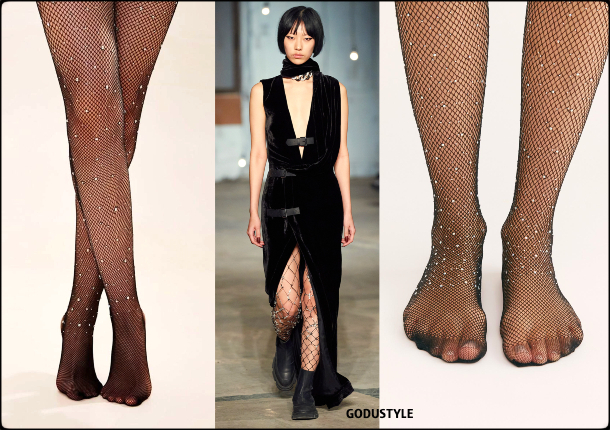 embellished-tights-fashion-fall-winter-2020-2021-shopping-trend-look3-style-details-moda-medias-tendencia-godustyle