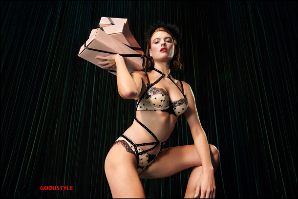 agent-provocateur-fashion-lingerie-holiday-2020-look4-style-details-shopping-lenceria-moda-godustyle