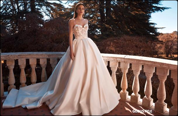 corset-fashion-bridal-spring-summer-2021-trend-designer-look2-style-details-moda-novias-tendencias-godustyle