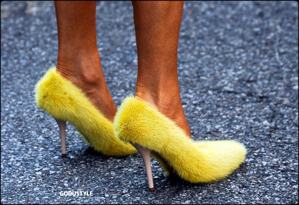 illuminating-fashion-color-2021-pantone-trend-street-style-look3-details-moda-tendencia-color-amarillo-godustyle