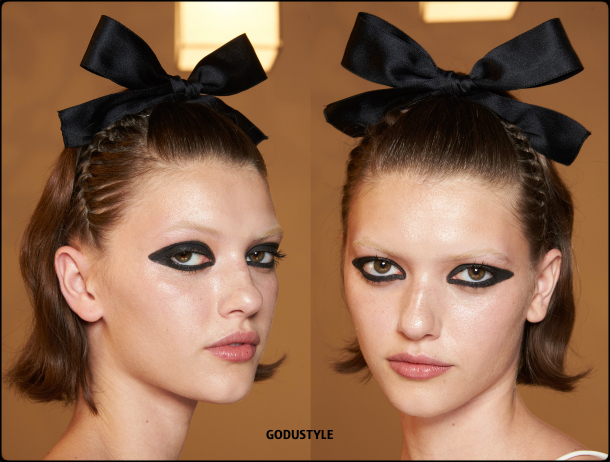 black-eyeliner-makeup-spring-summer-2021-trends-fashion-beauty-look7-style-details-moda-maquillaje-tendencia-belleza-godustyle