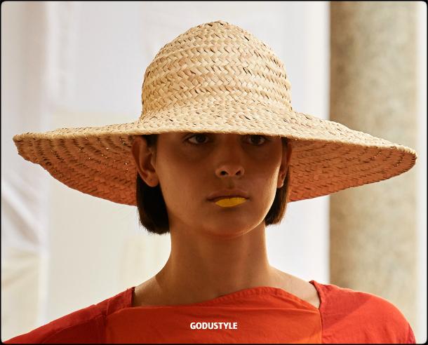 raffia- straw-hats-spring-summer-2021-accessories-fashion-trends-look8-style-details-shopping-moda-verano-godustyle