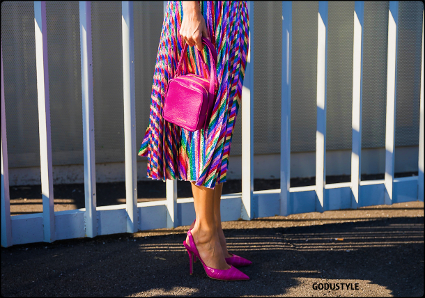neon-pink-fuchsia-color-fashion-accessories-shoes-bag-trend-look-street-style-details-2021-2022-shopping-moda-godustyle