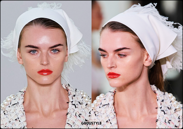 giambattista-valli-fashion-beauty-spring-summer-2022-trends-look2-style-details-belleza-tendencias-verano-godustyle