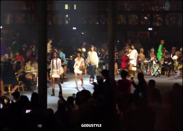 valentino-spring-summer-2022-collection-fashion-look-style8-details-moda-primavera-verano-godustyle