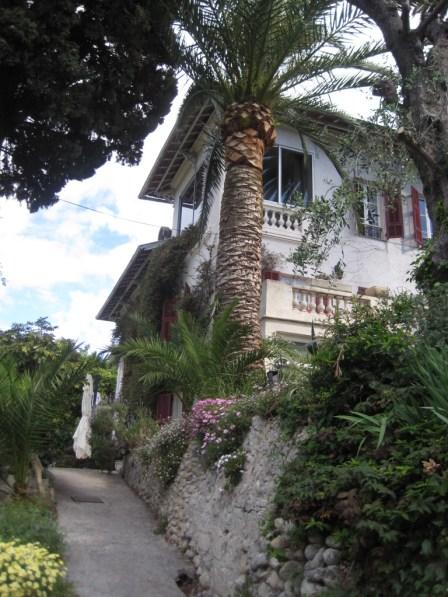 Castel Enchante driveway