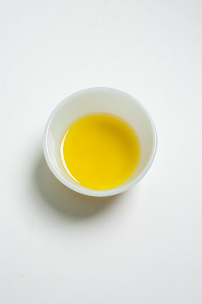 Use organic extra virgin olive oil as a moisturizer / Go Eat Your Bread with Joy