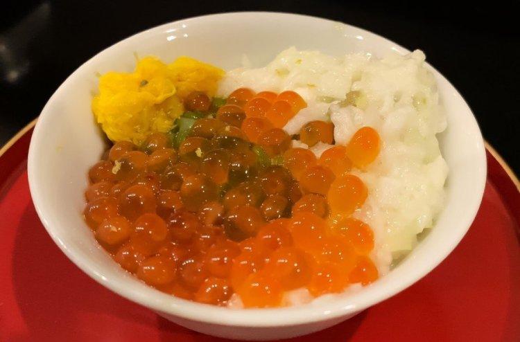 イクラとアワビなどの贅沢小鉢 - 荒木町 松庵 蕎麦前割烹