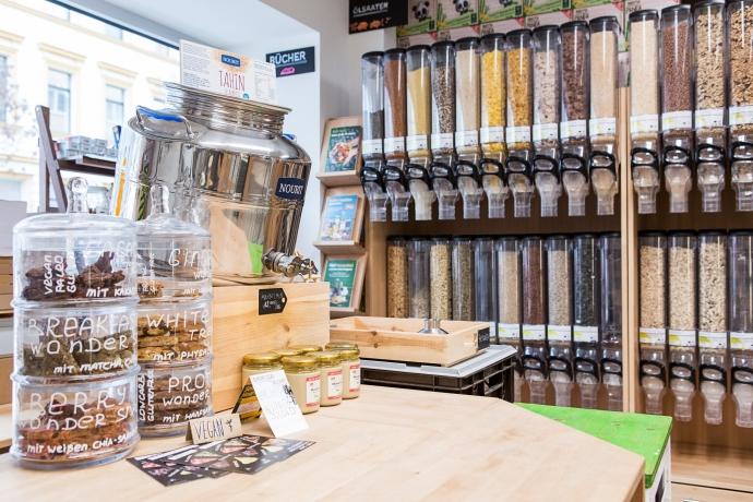 Eine Mischung aus Kaufmannsladen und Experimentiermuseum: Der Unverpackt-Laden