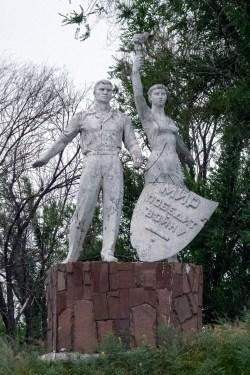 Denkmal Frieden besiegt Krieg