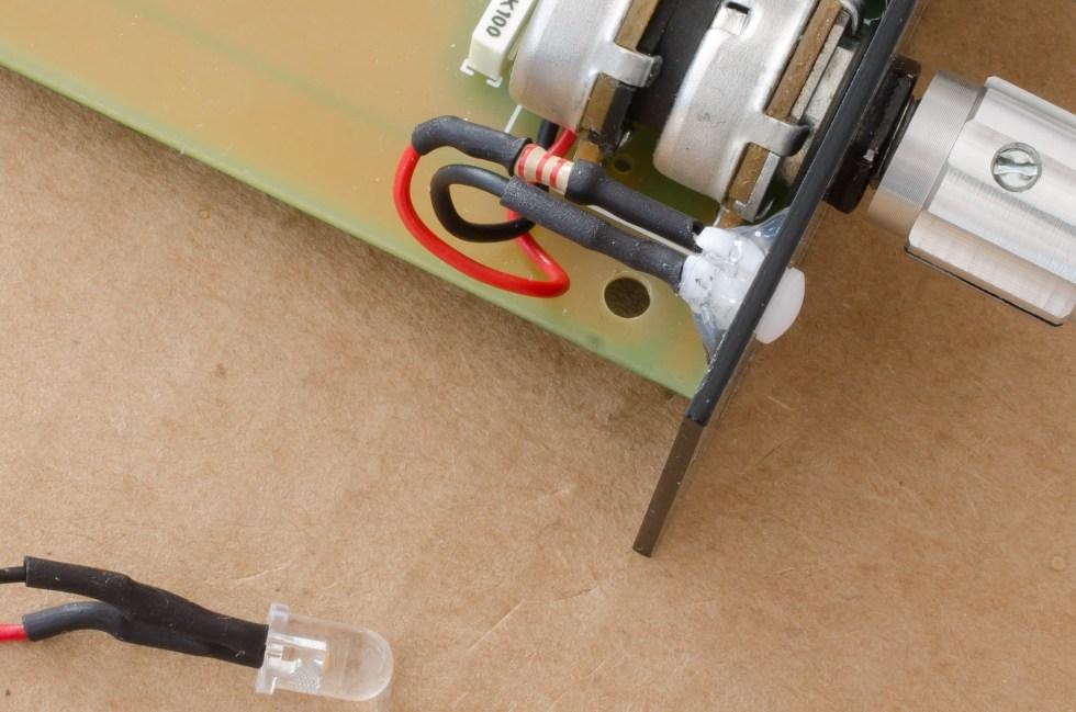 led-cliphalterung-mit-heisskleber-am-front-panel