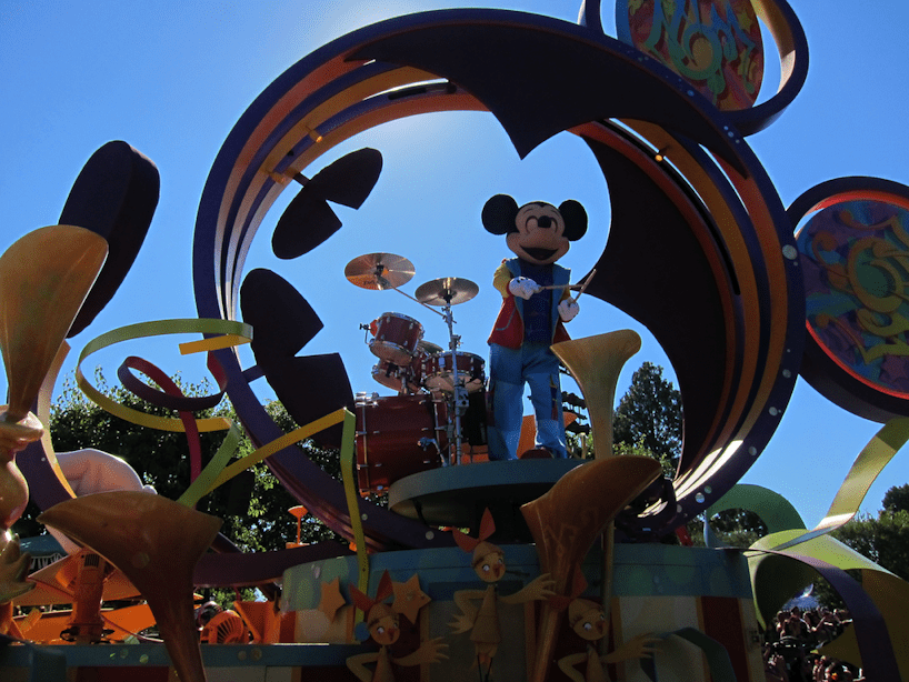 disneyland-musical-parade-mickey-mouse
