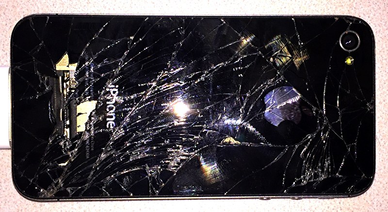 shattered apple iphone 4s back