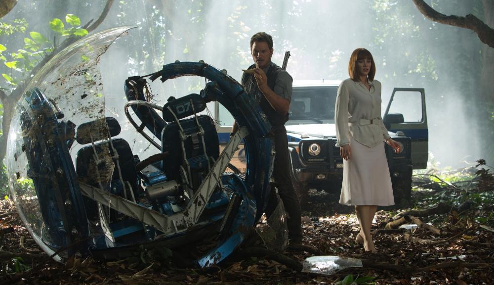 "Owen (Chris Pratt) and Claire(Bryce Dallas Howard) from ""Jurassic World"""