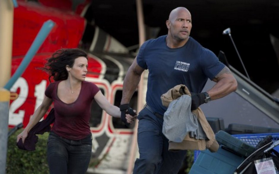 """Chief Ray (Dwayne Johnson) and wife Emma (Carla Gugino), from """"San Andreas"""""""