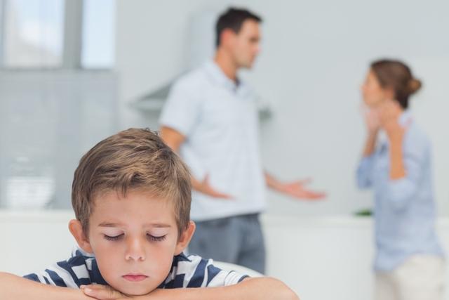 parents argue, child looks sad