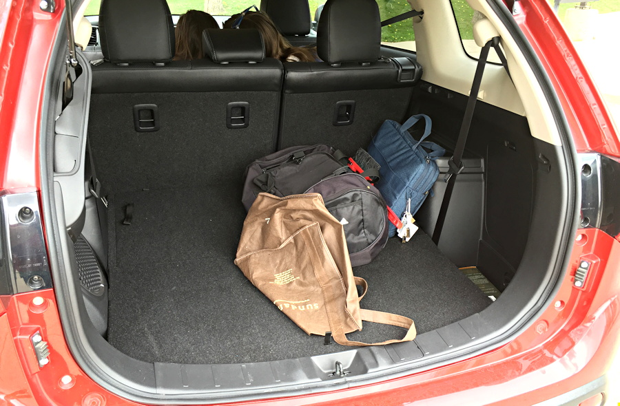 2016 mitsubishi outlander back compartment