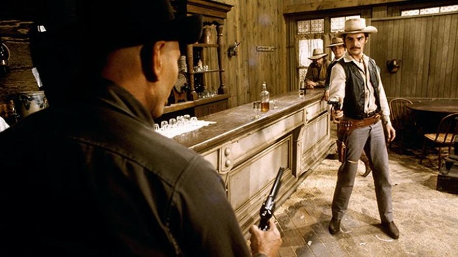 "Peter (Richard Benjamin) faces down the Gunslinger (Yul Brynner) in ""Westworld"" (1973)"