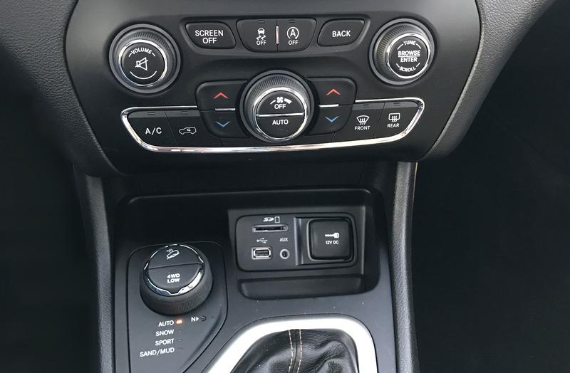 2017 jeep cherokee center console