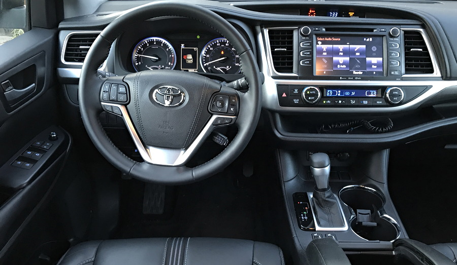 2017 toyota highlander se dashboard
