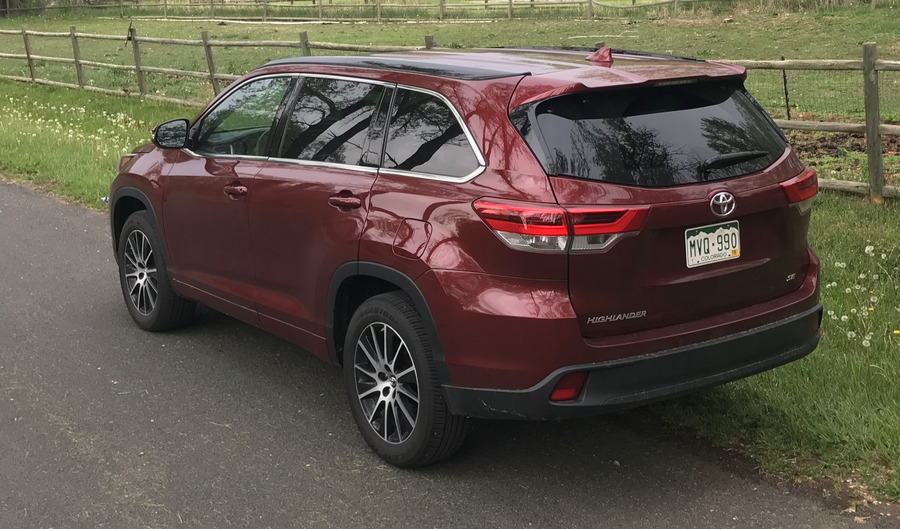 2017 toyota highlander se -- exterior rear