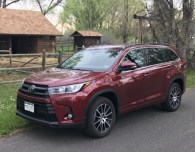 2017 toyota highlander se review