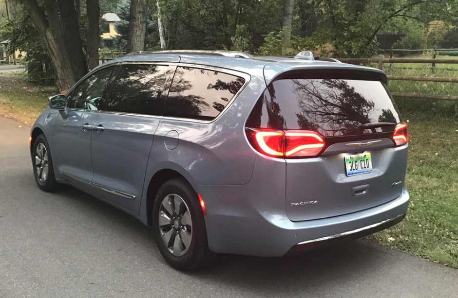 2017 chrysler pacifica hybrid - exterior rear