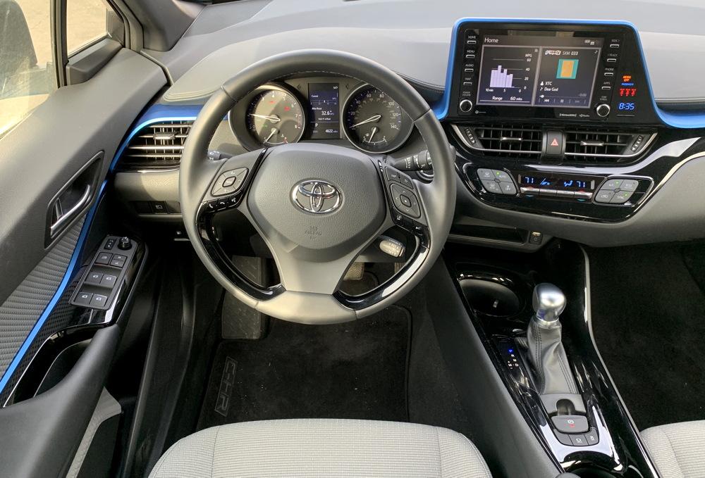 2019 toyota c-hr xle dashboard cockpit driver