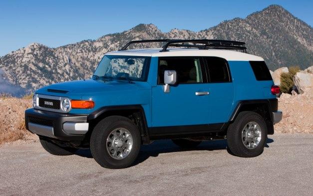 2013-Toyota-FJ-Cruiser-front-left