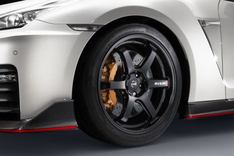 nissan-gtr-nismo-2017-launched-11