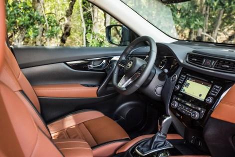 2017-Nissan-Rogue-40