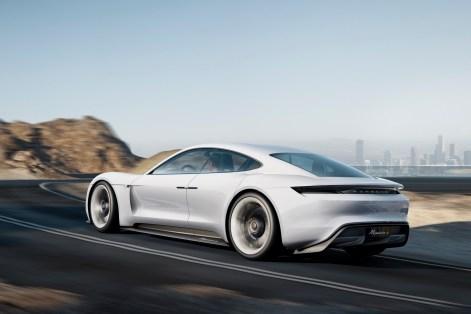 2015-PorscheMissionE-02