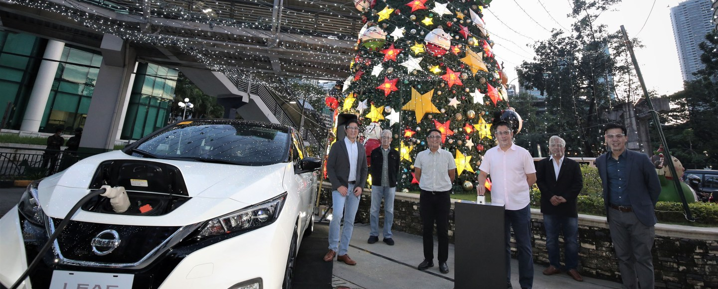 Yes, this Christmas tree in Ortigas is being powered by the batteries from the upcoming Nissan Leaf fully electric vehicle.