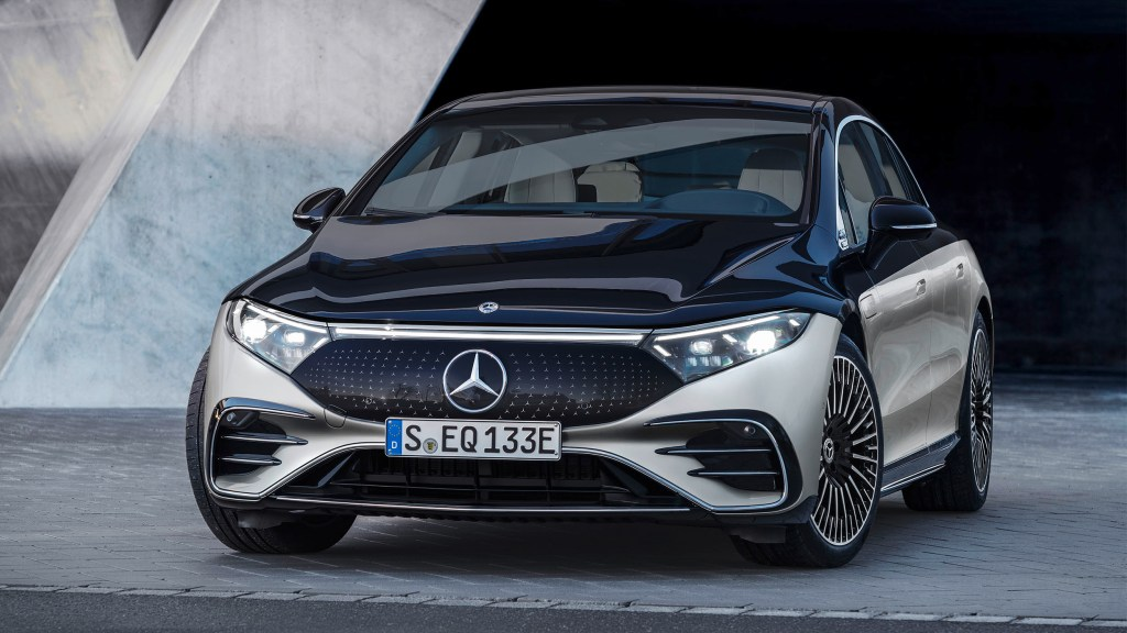 2022 Mercedes-Benz EQS Unveiled With 56-Inch Screen, 770 KM Range