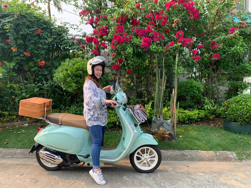 Here's A Limited-Edition Vespa Picnic Being Used On The Daily