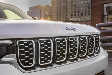 2022-Jeep-Grand-Cherokee-54-1