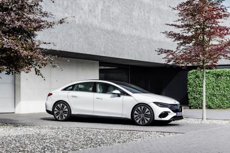 2022-Mercedes-Benz-EQE-46