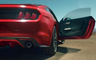 2015-Ford-Mustang-Photos-36[3]