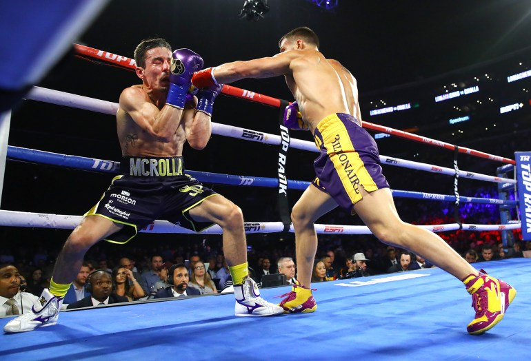 Vasiliy_Lomachenko_vs_Anthony_Crolla_action3
