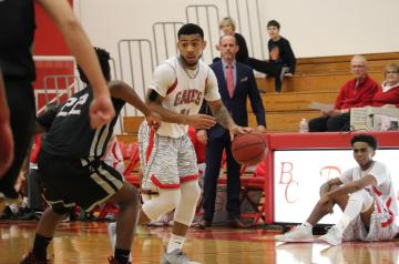 Men's Basketball Beats Glendale in Western State Classic