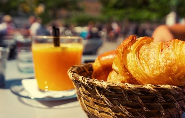 スペインの朝食、オレンジジュースを注文
