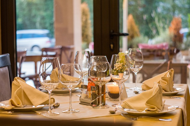 レストラン、ワイングラス