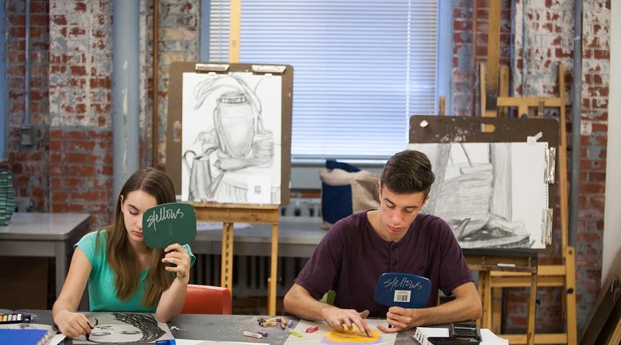 People_Making_Drawing